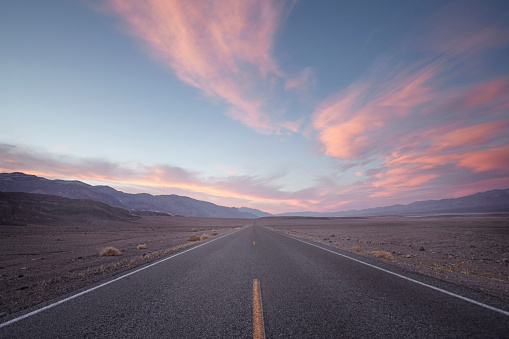 Dramatic Sky「straight road in desert at sunset」:スマホ壁紙(9)