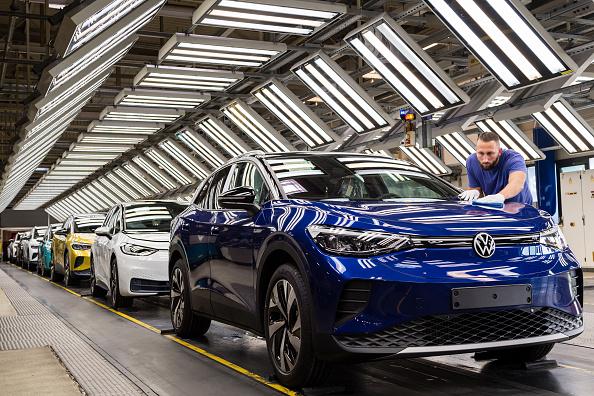 Volkswagen「Volkswagen Revs Up ID.4 Electric Car Production」:写真・画像(5)[壁紙.com]