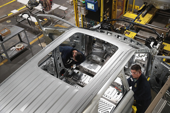 Production Line「Ford's Chicago Assembly Plant Builds Explorers, Police Interceptors, And Lincoln Aviators」:写真・画像(15)[壁紙.com]