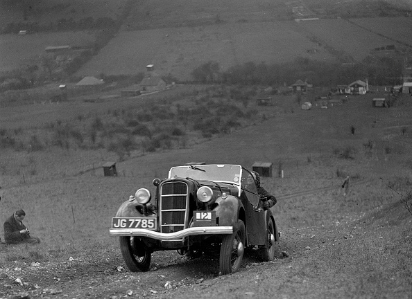 Country Road「Ford Model C Ten competing in the London Motor Club Coventry Cup Trial, Knatts Hill, Kent, 1938」:写真・画像(12)[壁紙.com]
