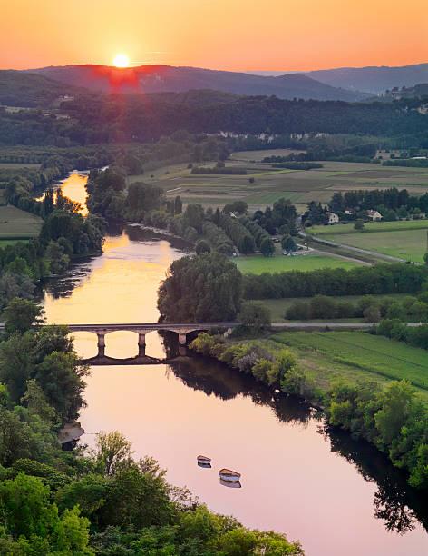 France, Dordogne, Domme, River Dordogne at sunset.:スマホ壁紙(壁紙.com)