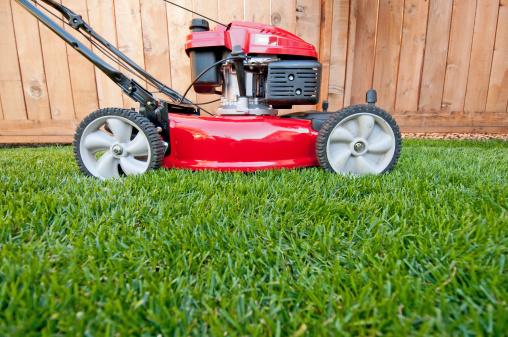 Lawn Mower「Bright red lawn mower ready for business」:スマホ壁紙(13)