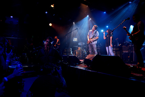 Bud「John Mayer Performs For Bud Light's Dive Bar Tour At The Echoplex In Los Angeles」:写真・画像(18)[壁紙.com]