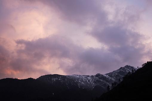 Khumbu「Sunrise cloudscape over Himalayan peaks, Everest Base Camp Trek, Nepal」:スマホ壁紙(14)