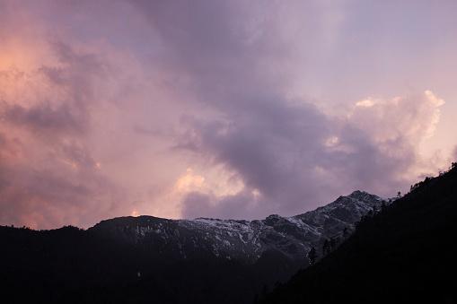 Khumbu「Sunrise cloudscape over Himalayan peaks, Everest Base Camp Trek, Nepal」:スマホ壁紙(15)