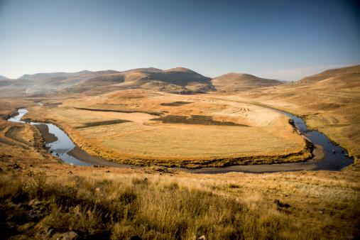 Lesotho「Maletsunyane River forming horseshoe, Highlands, Lesotho」:スマホ壁紙(19)