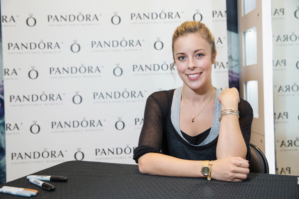 Ashley Wagner「Ashley Wagner Visits Alderwood Mall PANDORA Store」:写真・画像(16)[壁紙.com]