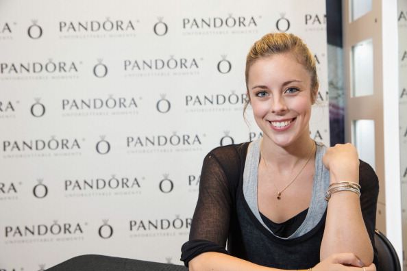 Ashley Wagner「Ashley Wagner Visits Alderwood Mall PANDORA Store」:写真・画像(15)[壁紙.com]