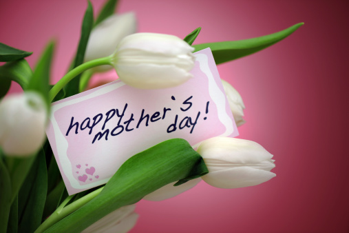 Celebration「ホワイトにピンクのチューリップと母の日のカード」:スマホ壁紙(9)