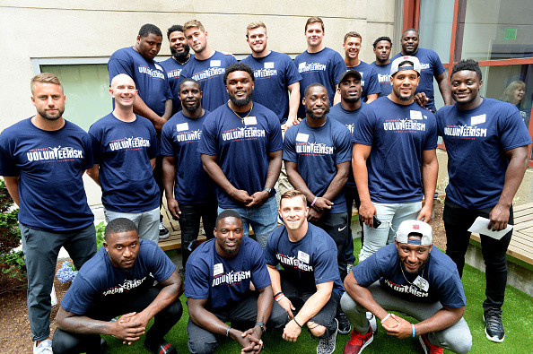 New England Patriots「New England Patriots Annual Rookie Visit Brings Laughter And Joy To Boston Children's Hospital Patients」:写真・画像(8)[壁紙.com]