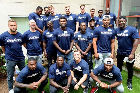 ニューイングランド・ペイトリオッツ「New England Patriots Annual Rookie Visit Brings Laughter And Joy To Boston Children's Hospital Patients」:写真・画像(6)[壁紙.com]