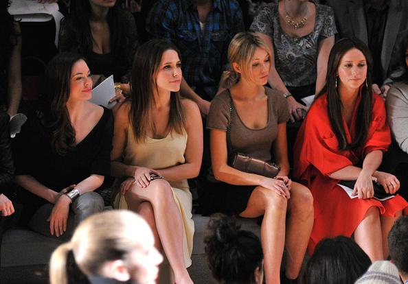 Sleeved Dress「Max Azria - Front Row - Fall 2011 Mercedes-Benz Fashion Week」:写真・画像(13)[壁紙.com]