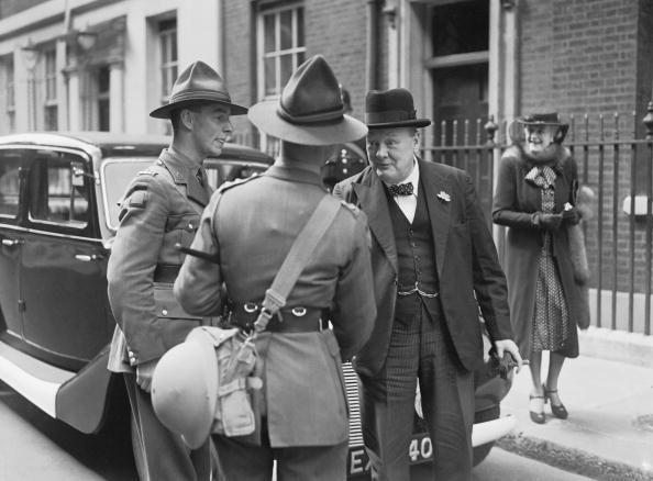 Four People「A Chat With Churchill」:写真・画像(18)[壁紙.com]
