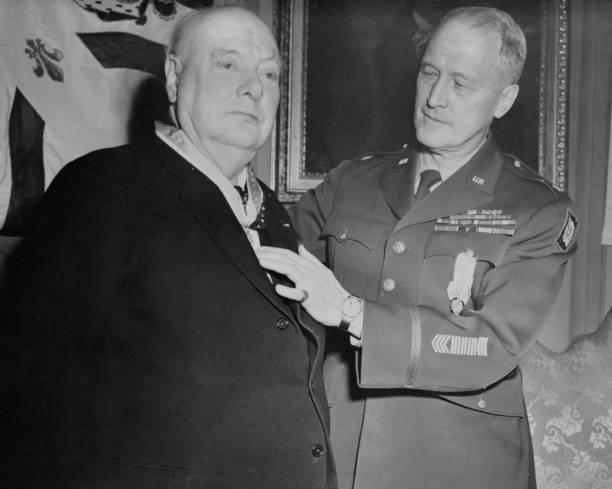 メダル授与式「Winston Churchill And Erskine Hume」:写真・画像(6)[壁紙.com]