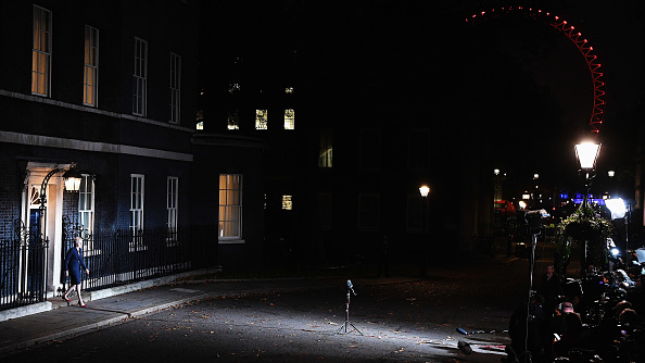 Leon Neal「The British Prime Minister Confirms That Her Cabinet Back Brexit Draft Agreement」:写真・画像(15)[壁紙.com]