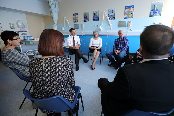 Event「Theresa May Visits Renal Transplant Unit At Hospital In Liverpool」:写真・画像(19)[壁紙.com]