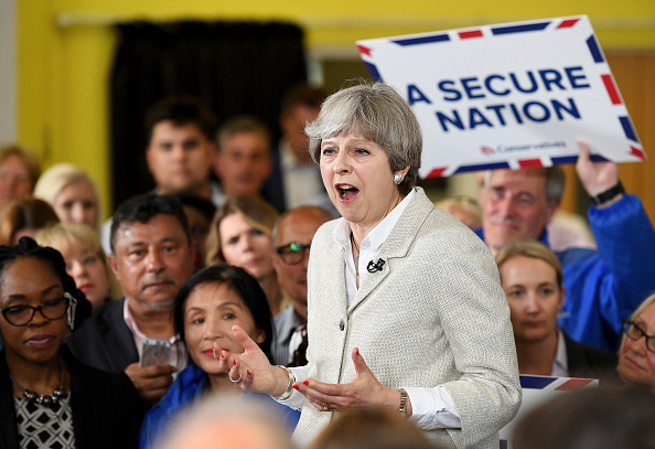 School Bus「Theresa May Campaigns On The Conservative Battle Bus」:写真・画像(13)[壁紙.com]