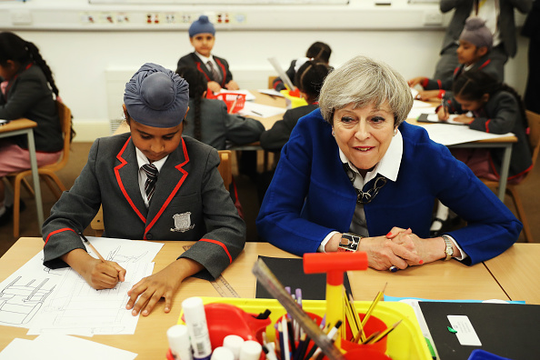 School Bus「Theresa May Campaigns On The Conservative Battle Bus - Day Five」:写真・画像(11)[壁紙.com]