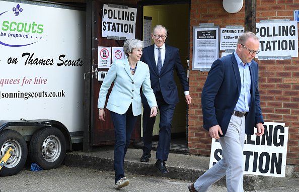 Small Group Of People「British Political Figures Vote In The European Elections」:写真・画像(12)[壁紙.com]