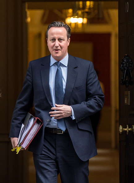 Three Quarter Length「David Cameron Leaves Downing Street To Attend Prime Minister's Questions」:写真・画像(11)[壁紙.com]