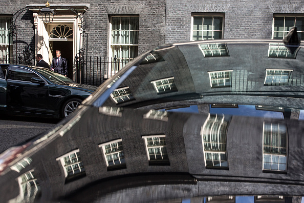 John Downing「David Cameron Leaves Downing Street For Prime Minister's Questions」:写真・画像(11)[壁紙.com]