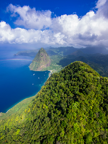 Gros Piton「Caribbean, Antilles, Lesser Antilles, Saint Lucia, Pitons Bay, Aerial view to Volcanos Gros Piton and Petit Piton」:スマホ壁紙(2)