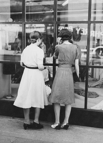 1940-1949「West End Window Shoppers」:写真・画像(0)[壁紙.com]