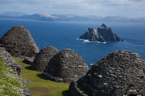 UNESCO「Stone 'beehive' Monk Huts (Clochans) With A View Of Skellig Beag」:スマホ壁紙(0)