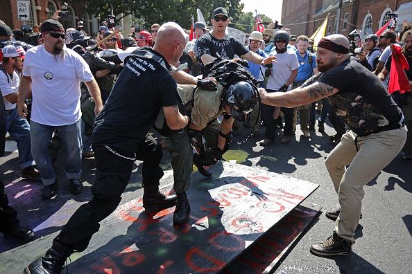 "Protestor「Violent Clashes Erupt at ""Unite The Right"" Rally In Charlottesville」:写真・画像(2)[壁紙.com]"