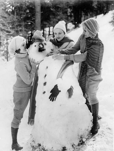 雪だるま「The first snow: Three young girls from California build their first snowman, The last snow in California is 54 years ago, Photograph, Around 1935」:写真・画像(17)[壁紙.com]