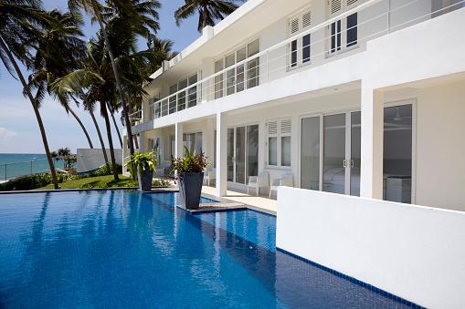 Sri Lanka「White luxurious villa in Sri Lanka with palm trees and pool」:スマホ壁紙(17)