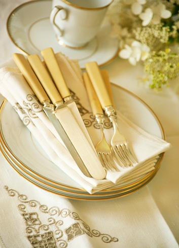 Antique「Gold rim plates with antique napkins and  bone handle silverware」:スマホ壁紙(12)