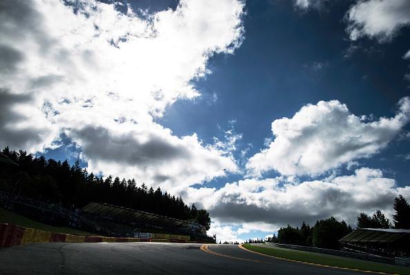 Ardennes Forest「Formula One Car, Raidillon, Eau Rouge, 2012 Belgian Grand Prix」:写真・画像(5)[壁紙.com]
