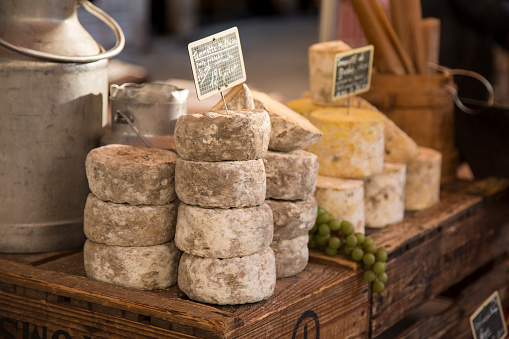 Market Stall「Aged Cheeses at Market」:スマホ壁紙(18)