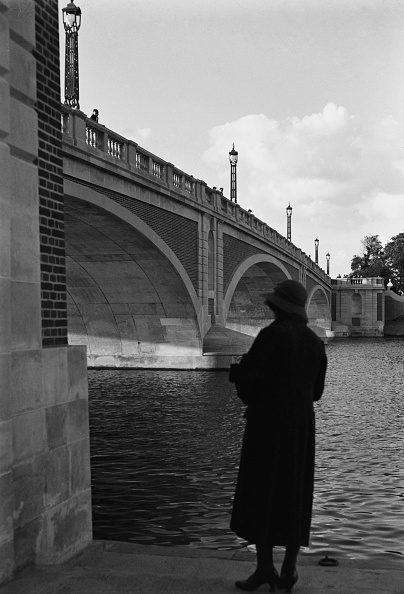 Bridge - Built Structure「Hampton Court Bridge」:写真・画像(2)[壁紙.com]
