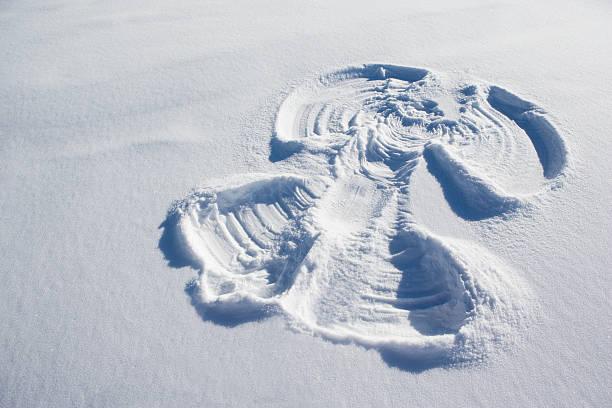 A snow angel:スマホ壁紙(壁紙.com)