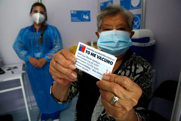 Chile「Chile Starts Mass Vaccination Plan Against Coronavirus」:写真・画像(15)[壁紙.com]