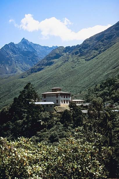 Mountainside temple, Nepal:スマホ壁紙(壁紙.com)