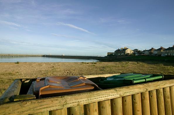 Recycling Bin「Recycling bins on a beach」:写真・画像(14)[壁紙.com]