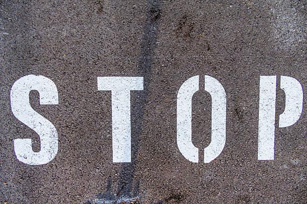 'Stop' on tarmac:スマホ壁紙(壁紙.com)