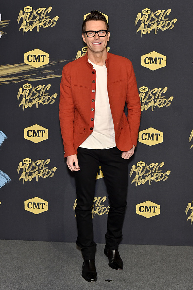 Fully Unbuttoned「2018 CMT Music Awards - Arrivals」:写真・画像(6)[壁紙.com]