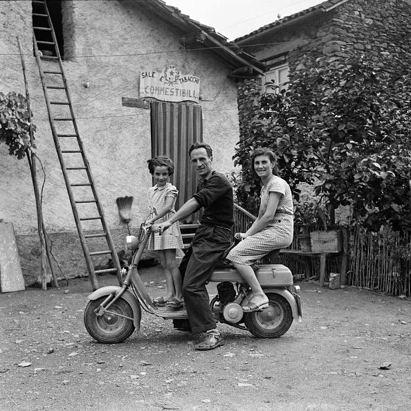 Piedmont - Italy「Scooter Family」:写真・画像(7)[壁紙.com]
