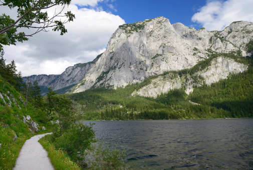 Dachstein Mountains「Trail around Lake Altaussee with the Mountain Trisselwand, Austria」:スマホ壁紙(0)