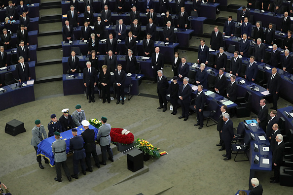Decisions「European Parliament Holds Helmut Kohl Memorial」:写真・画像(2)[壁紙.com]