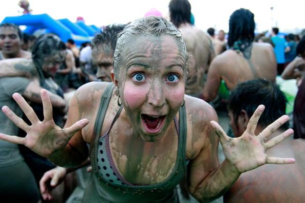 お祭り「13th Annual Mud Festival Takes Place In Boryeong」:写真・画像(17)[壁紙.com]