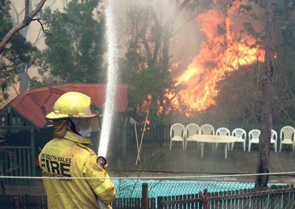 Hose「Sydney Bush Fires」:写真・画像(3)[壁紙.com]