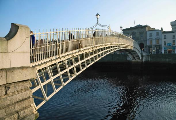Ha Penny Bridge and River Liffey, Dublin, Ireland:ニュース(壁紙.com)