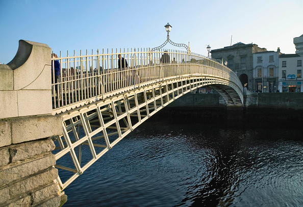 Finance and Economy「Ha Penny Bridge and River Liffey, Dublin, Ireland」:写真・画像(9)[壁紙.com]