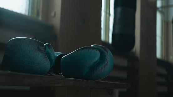 エクストリームスポーツ「ボクシングジム。ボクシング グローブでクローズ アップ」:スマホ壁紙(13)