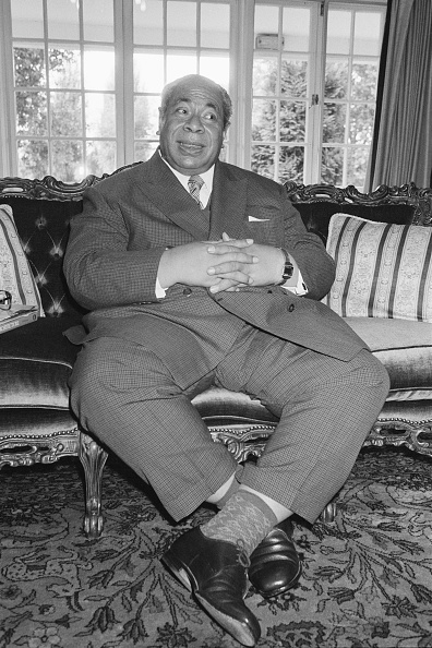 Sitting「King Of Tonga」:写真・画像(18)[壁紙.com]